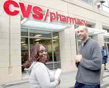 UFCW organizers at pharmacy